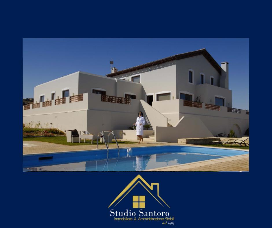 studio santoro immobiliare - consulenti - villa con piscina